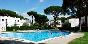 Doté d'une piscine communale, le Piverd del Golf est situé juste à côté du club de golf Platja de Pals et à 13 minutes à pied de la plage. La ville de Pals se trouve à 6 km.