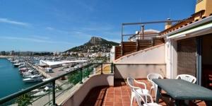 Situé à 170 mètres de la plage la plus proche à L'Estartit, le Port Vell propose une terrasse privée avec vue sur le port de plaisance et la mer, ainsi que des appartements climatisés avec cuisine bien équipée. Les appartements du Port Vell disposent d'une chambre double, de 2 chambres lits jumeaux et de 2 salles de bains avec douche.