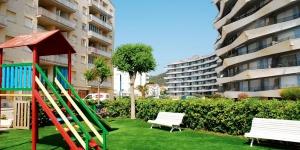 Situé à L'Estartit, le Rocamaura est un appartement lumineux installé à seulement 100 mètres de la plage. Il est doté d'une terrasse meublée donnant sur la mer et d'un accès à une piscine extérieure commune.