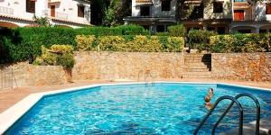 Situé dans un quartier résidentiel paisible à L'Estartit, le Torre Bonica propose une piscine extérieure, un jardin et une terrasse. Il se trouve à 4 km de la plage.