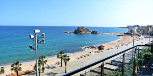 L'Aiguaneu Sa Marina propose des appartements entièrement équipés avec connexion Wi-Fi gratuite, climatisation et balcon. Situés à Blanes, les logements se trouvent à seulement 60 mètres de la plage.
