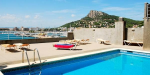 Offrant une vue imprenable sur la mer et le port de plaisance de L'Estartit, le Treputxell est un appartement de 3 chambres climatisé. Il comprend une grande terrasse privée et une piscine extérieure commune ouverte en saison, toutes deux avec vue sur la mer.