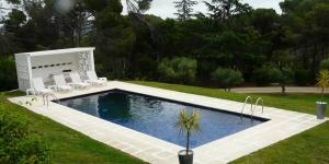 Dotée d'une piscine extérieure privée et d'un court de tennis, la villa Mas Garba Estudio vous accueille à Vall-Llobrega. Elle propose une connexion Wi-Fi gratuite, un barbecue, une salle de sport et une terrasse bien exposée.