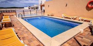 Lloret de Mar: séjournez au cœur de la ville  Situé à moins de 400 mètres de la plage de Lloret de Mar, le San Juan Park propose des chambres avec balcon et une piscine extérieure ouverte en saison. Cet établissement, qui se trouve dans un quartier calme de la station balnéaire, possède une réception ouverte 24h/24.