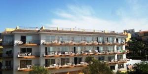 L'Apartamentos Muntanya Mar est situé à seulement 5 minutes à pied de la plage à Blanes. Le complexe propose une piscine extérieure et des appartements dotés d'un balcon privé avec vue sur la mer.