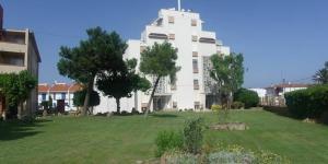Le Mas Pinell Apartamentos, situé dans le quartier d'El Pinell à Torroella de Montgrí, se trouve à 110 mètres de la plage. Il propose une piscine extérieure commune, un jardin et une terrasse.