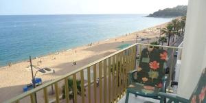 Lloret de Mar: séjournez au cœur de la ville  Implanté en face de la plage deLloret de Mar, l'Apartamento Joan Duralest un hébergement indépendant avec un balcon meublé donnant sur la mer. Blanesestsituéeà 12 minutes en voiture.