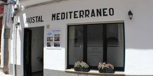 Située à quelques minutes de marche de la ville historique de Tossa de Mar, l'Hostal Mediterráneo est une maison d'hôtes implantée à seulement 250 mètres de la plage. Une connexion Wi-Fi est disponible gratuitement dans les parties communes.