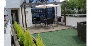 Situé près du port de Platja d'Aro, à 300 mètres de la plage, le Port D'Aro propose une piscine extérieure commune et une connexion Wi-Fi gratuite. Climatisé, cet appartement moderne dispose d'une chambre double, d'une chambre avec des lits superposés, d'une télévision à écran plat et d'une terrasse meublée.