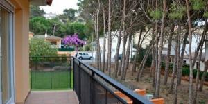 Situé à 400 mètres de la plage d'Empúries, à L'Escala, le Miquel Angel vous propose un séjour dans une maison de 4 chambres, avec jardin et terrasse. La maison de vacances dispose d'un garage privé et d'un barbecue.