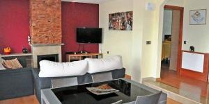 Located in Lloret de Mar, Villa Lloret de Mar 9 offers an outdoor pool. The property is 2.