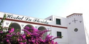 L'Hostal La Florida vous accueille à Llançà, sur la Costa Brava. Il propose des chambres élégantes et climatisées avec une connexion Wi-Fi gratuite, une télévision et une salle de bains privative.