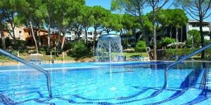 Situé à 10 minutes à pied du centre de Platja d'Aro, l'Aparthotel Ciutat de Palol se trouve à seulement 200 mètres de la plage. Entouré d'une pinède, il dispose d'une piscine extérieure et d'une connexion Wi-Fi gratuite dans les parties communes.
