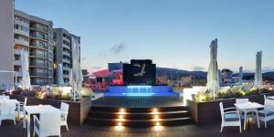Situé à Platja d'Aro, en bord de plage, l'établissement Cosmopolita Hotel Boutique possède une piscine extérieure et plusieurs terrasses meublées avec vue sur la mer. Il met également à votre disposition plusieurs restaurants.