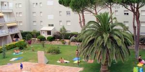 Implanté à seulement 180 mètres du port de plaisance de la Clota à L'Escala, l'Apartamentos Els Pins vous propose une piscine extérieure et un jardin. Les environs regorgent de bars, de boutiques et de restaurants.