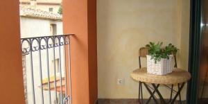 Situé dans la petite ville de San Jaime de Llierca, l'El Balco del Llierca propose un hébergement indépendant avec un petit balcon, à 5 minutes à pied du fleuve Fluvia. Le coin salon comprend une télévision à écran plat ainsi qu'une cuisine américaine équipée d'une plaque de cuisson, d'un four micro-ondes et d'un réfrigérateur.