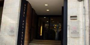 le Peninsular bénéficie d'un emplacement idéal au centre de Gérone, à 700 mètres de la cathédrale ainsi que des gares routière et ferroviaire. Ses chambres climatisées disposent d'une télévision par satellite à écran plat et d'une connexion Wi-Fi gratuite.