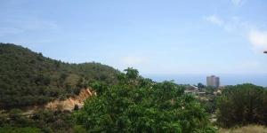 Dotée d'une terrasse privée offrant une vue sur la mer et d'un jardin, la Casa Turo de Lloret se trouve à Lloret del Mar, à 3 km de la plage de Lloret. Cette maison de vacances comprend 2 chambres doubles, 1 chambre lits jumeaux et une salle de bains pourvue d'une douche.