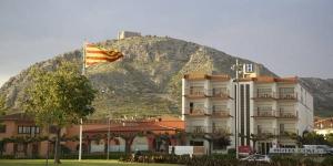 L'hôtel Coll est un établissement à la gestion familiale situé à Torroella de Montgrí, à 6 km de la plage de L'Estartit. Implanté dans la réserve naturelle de Montrgí, il propose une piscine et des chambres climatisées avec connexion Wi-Fi gratuite et des grands balcons.