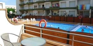 Doté d'une piscine extérieure commune et d'un balcon privé meublé offrant une vue sur la piscine, l'Apartamento Omega est situé à L'Estartit, à seulement 700 mètres de la plage. La réserve naturelle d'El Montgrí est accessible à 19 km.