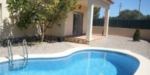 Holiday home Carrer Estepa Negra is located in L'Escala. There is a full kitchen with a dishwasher and a microwave.