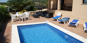 Offering an outdoor pool, Villa Independiente Medes Mar 16 is located in L'Estartit. Free WiFi access is available in this holiday home.