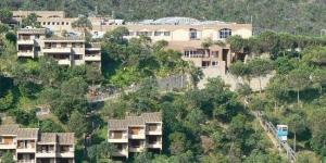 Perché sur une colline, à 4 km de Tossa de Mar, le Giverola Resort offre une vue imprenable sur la mer. Il dispose d'une salle de sport, de courts de tennis et d'une piscine extérieure avec des toboggans.