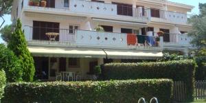Situé à S'Agaro, l'Apartamento Playa donne accès à une piscine extérieure. Cet appartement est doté d'une terrasse meublée et d'un jardin.