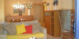 Occupant un nouveau bâtiment à 3 minutes de marche de la plage de sable de Tossa de Mar, l'Apartment Barcelona propose un appartement lumineux, et dispose d'un parking privé gratuit sur place. Doté d'un accès direct au balcon, le salon lumineux comprend un canapé en coin et une télévision à écran plat.