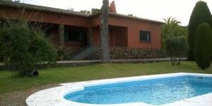Situé à Palamós, le Finca Bell-Lloc propose une piscine privée et une connexion Wi-Fi gratuite. Cette maison de campagne se trouve à 15 minutes de routede la plage la plus proche, àCala de la Fosca.