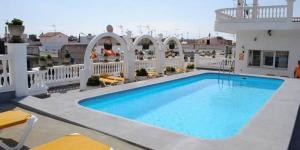 L'Apartamentos Las Americas vous accueille à 10 minutes à pied de la plage de Blanes. Il propose une grande terrasse avec piscine extérieure ouverte en saison et chaises longues, ainsi que des appartements avec balcon.
