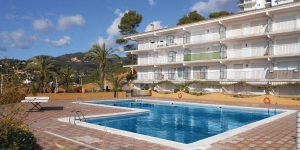 Located in Tossa de Mar, Apartment Cala Llevadó L-544 offers an outdoor pool. The property is 2.
