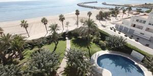 Le Victoria Prestige donne sur la plage de Santa Margarita et se trouve à seulement 10 minutes de marche du centre de Roses. Il comporte une piscine extérieure et la plupart des chambres ont vue sur la mer.