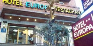 L'Hotel Europa de Figueres vous accueille dans le centre de Figueres, à 500 mètres du théâtre-musée Dalí. Cet hôtel à la gestion familiale possède des chambres climatisées dotées d'une connexion Wi-Fi gratuite et d'une télévision à écran plat recevant des chaînes internationales.