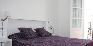 Situé à seulement 2 minutes à pied de la plage, l'Apartment Céntric Cadaqués est situé dans le centre-ville historique de Cadaqués. Cet appartement dispose d'un balcon donnant sur la ville.
