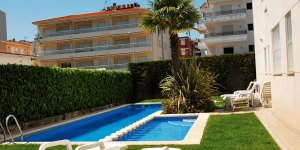 Profitez d'un séjour paisible sur la superbe côte de Catalogne avec cette résidence d'appartements située à Estartit. Les appartements Brises del Mar offrent un hébergement idéal pour les familles.
