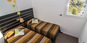 Offrant une vue imprenable sur l'océan, la maison de vacances Agi Joan Margarit possède une grande terrasse meublée avec une piscine privée, des chaises longues et une table à manger. Cette maison luxueuse se trouve à 5minutes de route de la plage La maison de vacances de luxe est 5 min de route de la plage de l'Almadraba.