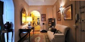 Le Luxury Apartment in Girona est situé dans le quartier juif historique, à 200 mètres de la cathédrale de Gérone. Cet hébergement de 3 chambres possède un balcon privé donnant sur la ville et une connexion Wi-Fi gratuite.