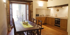 Ca la Tiana is located in Vilanant. Free WiFi access is available in this holiday home.