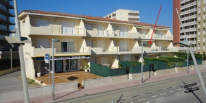 Apartment Front De Mar is a self-catering accommodation located in Sant Antoni de Calonge. FreeWiFi access is available.