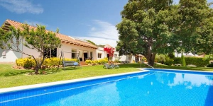 Located in Sant Antoni de Calonge, Four-Bedroom Villa Calonge Girona 2 offers an outdoor pool. This self-catering accommodation features free WiFi.