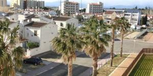Doté d'une piscine extérieure et d'un bain à remous communs, le Port Canigó 344 est situé à Roses, à 5 minutes en voiture de la plage. Une connexion Wi-Fi gratuite est disponible dans les parties communes.