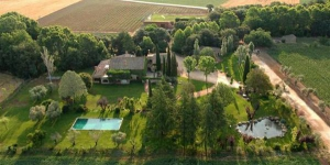 Located in Cassà de la Selva, Villa in La Bisbal offers an outdoor pool and a tennis court. This self-catering accommodation features free WiFi.