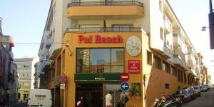 L'Apartaments Pal Beach Palamós se trouve à seulement 400 mètres de la plage Platja Gran, dans le port de pêche de Palamós, sur la Costa Brava. Décorés avec simplicité, tous les appartements comprennent une connexion Wi-Fi gratuite, une télévision par satellite et un balcon.