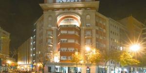 L'Hotel Gran Ultonia est situé à seulement 500 mètres de la cathédrale de Gérone et du quartier historique Barri Vell. Chaque chambre est climatisée et comprend une douche à effet pluie, une connexion Wi-Fi gratuite et une télévision à écran plat.