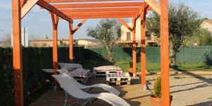 Situé à Verges, dans la région du Baix Empordà, l'Allotjament Actividades Bora Bora-Empordà propose des appartements, une piscine extérieure, un jardin, une terrasse et une connexion Wi-Fi gratuite. La plage de l'Escala se trouve à 15 minutes en voiture.