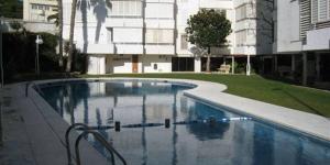 Situé à Lloret de Mar, à seulement 180 mètres de la plage de Fenals, l'Apartment Joaquin propose une piscine commune, une connexion Wi-Fi gratuite et un appartement doté de trois chambres et d'un balcon privé. L'Apartment Joaquin dispose d'une chambre double, d'une chambre lits jumeaux et d'une chambre simple.