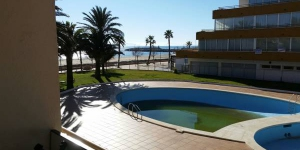 Located in Roses, Villa Dana Canyelles offers an outdoor pool. This self-catering accommodation features WiFi.