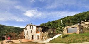 Datant du XVIe siècle, le Can Soler de Rocabruna propose des appartements avec terrasses et vue sur la montagne. Il se trouve à moins de 5 minutes en voiture de Rocabruna et du parc de l'Alta Garrotxa.
