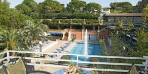 Les appartements Trull se trouvent à 2 minutes de route de la plage de Canyelles et à 5 minutes en voiture du centre de Lloret de Mar. Ils comprennent une piscine extérieure ouverte en saison, des courts de tennis et un espace Wi-Fi gratuit.